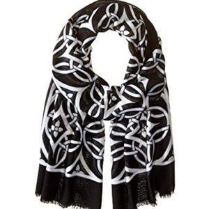 Vera Bradley concerto scarf